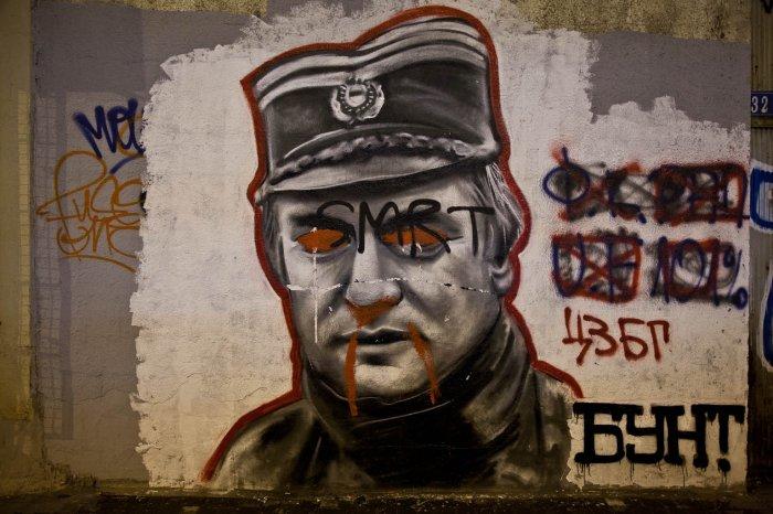 13-matteo-vegetti-serbia-ratko-mladic-vampire-graffito