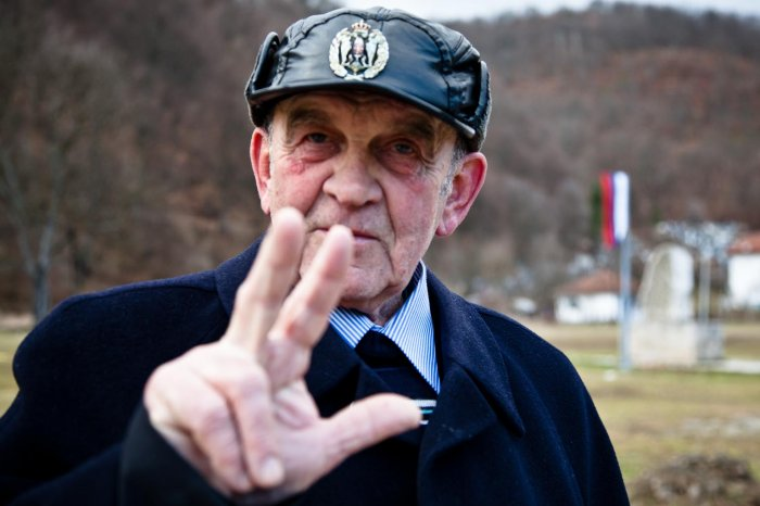 matteo-vegetti-bosnia-three-finger-salute-01