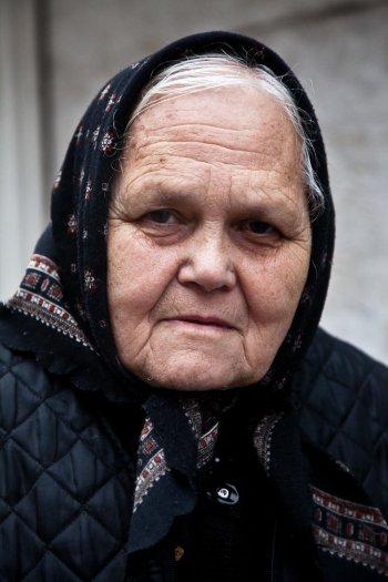 matteo-vegetti-bosnia-banja-luka-portait-with-black-foulard