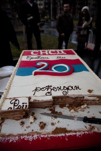 matteo-vegetti-bosnia-banja-luka-anniversary-cake