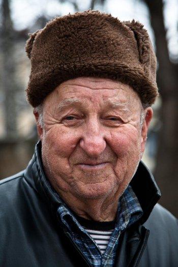 matteo-vegetti-bosnia-banja-luka-man-with-hat