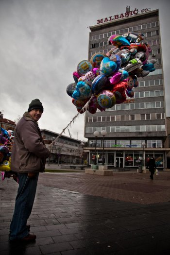matteo-vegetti-bosnia-banja-luka-baloon-seller