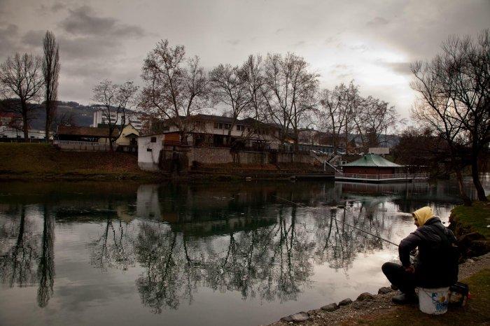 matteo-vegetti-bosnia-banja-luka-river-reflections