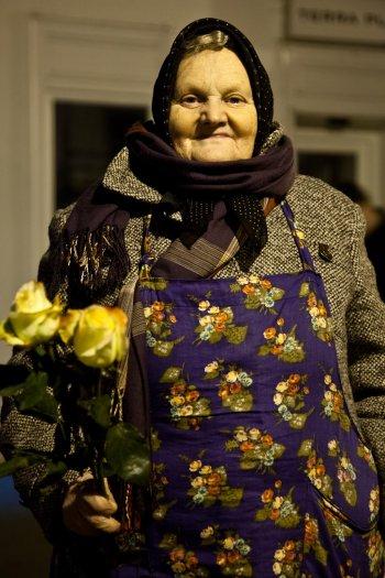 matteo-vegetti-croatia-zagreb-rose-selling-roses-18
