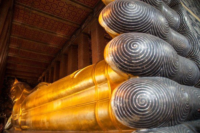 matteo-vegetti-thailand-bangkok-wat-pho-feet