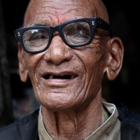 10-matteo-vegetti-nepal-portrait-wth-spectacles
