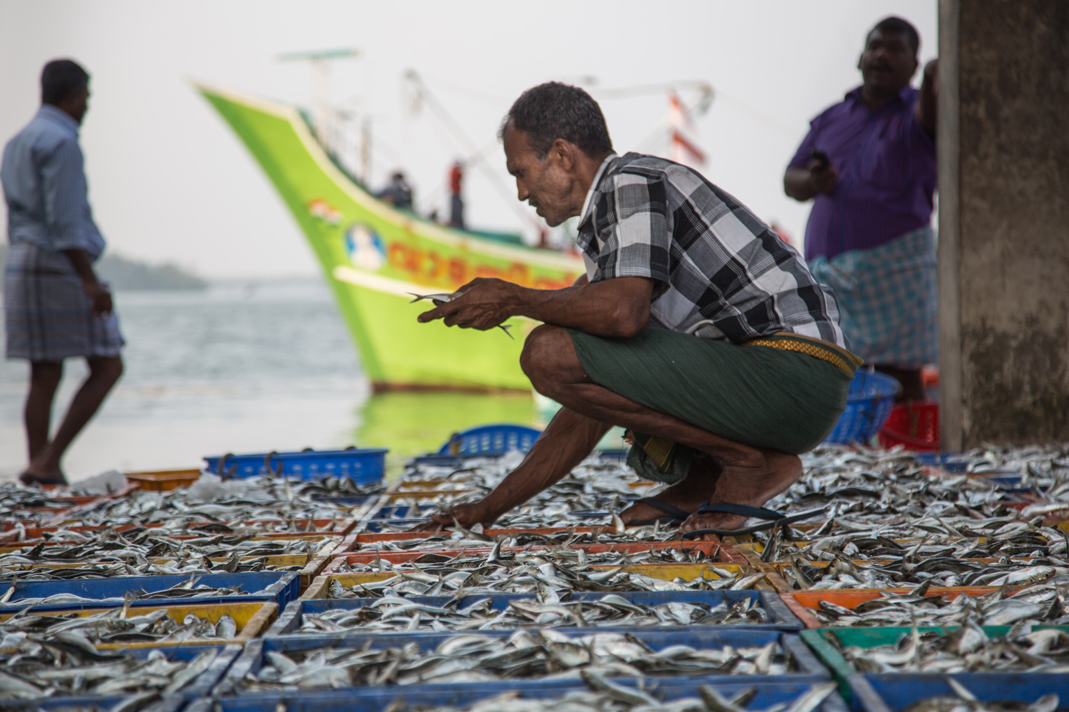 Fishermen of kerala matteo vegetti travel and photography for Where can i go fishing near me